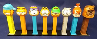 Pez Rails to Hold Pez Dispensers Upright